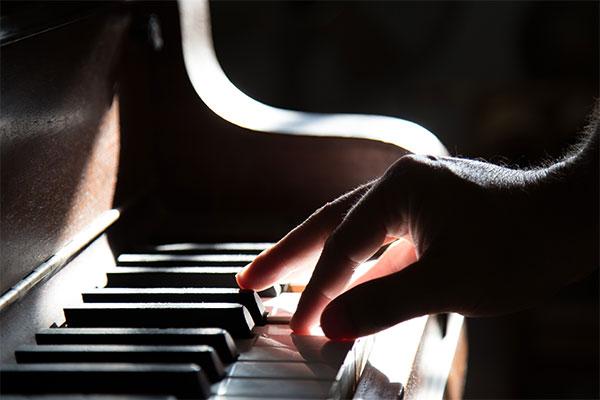 結婚相談所 東京 渋谷 ブログ ピアノ打つ
