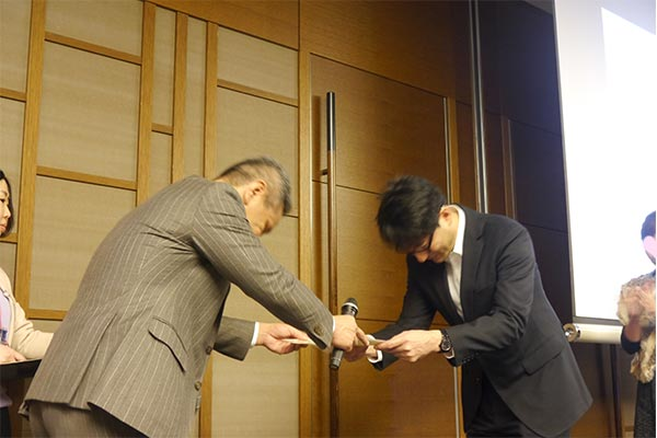 結婚相談所 東京 渋谷 20代 30代 表彰場面