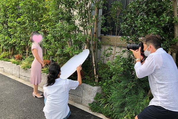 結婚相談所 東京 渋谷 20代 30代 女性写真撮影中