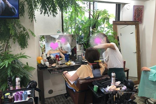 結婚相談所 東京 渋谷 20代 30代 女性写真ヘアメイク中